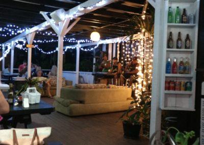 Charlie's Café, Titikaveka